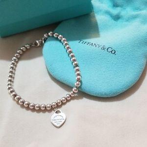 Tiffaney & Co. Mini heart bracelet